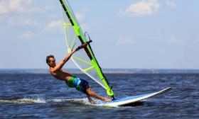 14.000 Ft helyett 7.990 Ft: 2 x 2 órás kezdő windszörfoktatás a Balaton déli partján a WasserStart Sportkörben