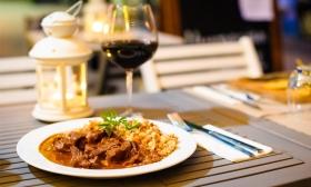 4.690 Ft helyett 1.990 Ft: 3 fogásos à la carte vacsora és 1 pohár vörösbor 1 főre a Puli étteremben