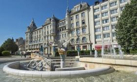 51.590 Ft helyett 24.990 Ft: 3 nap, 2 főnek reggelivel, Debrecenben, a híres Grand Hotel Aranybikában, Aquaticum élményfürdő belépővel és egy üveg borral