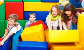 2.200 Ft helyett 1.490 Ft: Gyermekbelépő a KacKac Játszóházba 2 játéktokennel