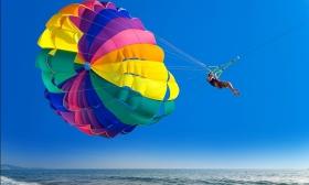 Szóló vagy páros víziejtőernyőzés a Tisza-tavon, ajándék csónakázással, a Scream Adventure Teamtől 24-26% kedvezménnyel
