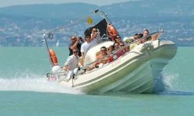 4.000 Ft helyett 1.990 Ft: Motorcsónakos száguldás a Balatonon 1 fő részére a T-Flottától