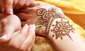 20.000 Ft helyett 9.990 Ft: 1 napos henna- és testfestés tanfolyam a NapFényHáz Műhelyben