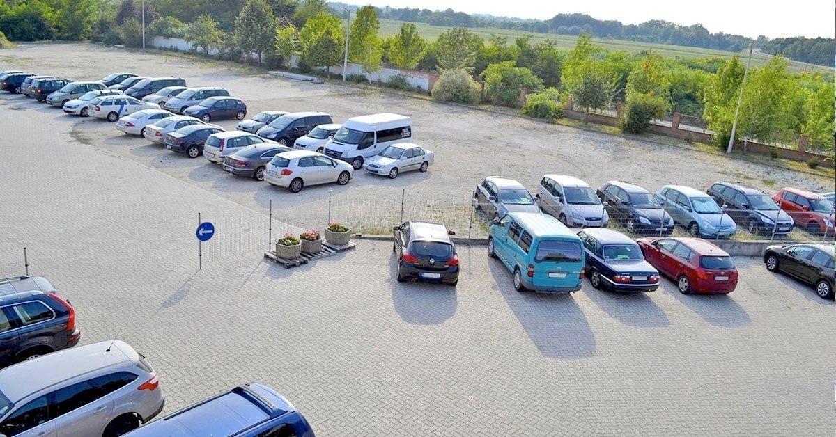 Kültéri parkolás transzferrel a Terminál Parkolóban