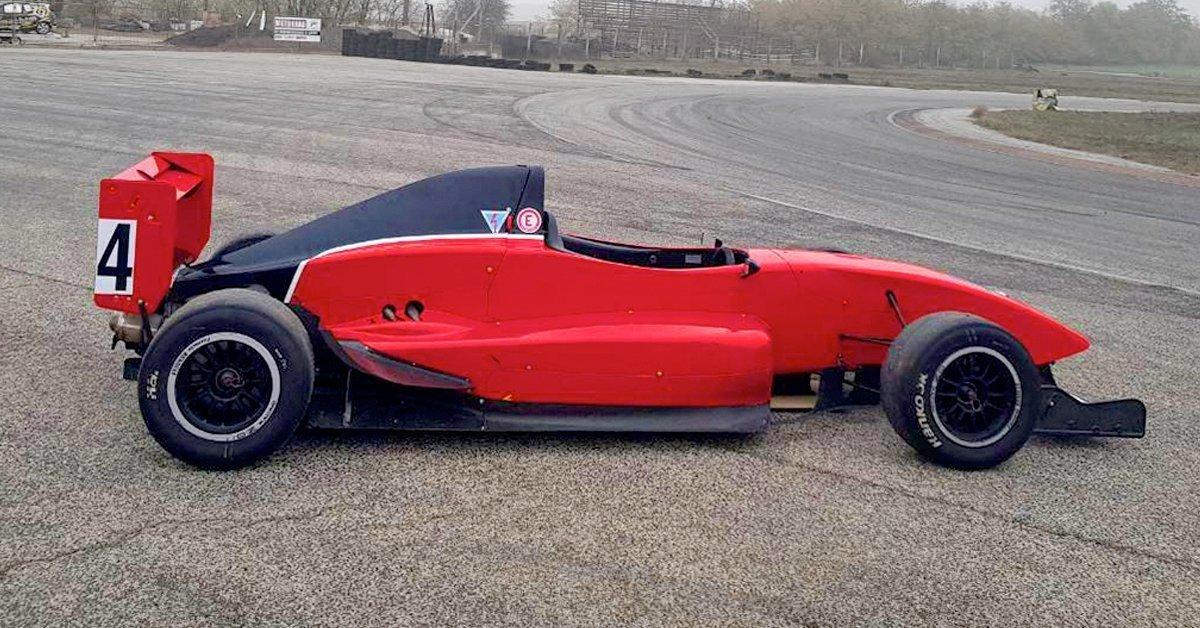Szaggasd fel az aszfaltot: Formula Renault 2.0 élményvezetés