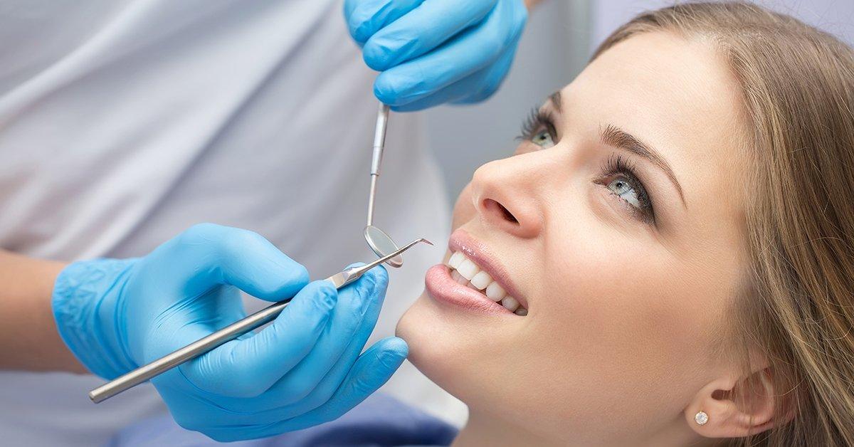Vakító fehérség: fogkő-eltávolítás és/vagy fogfehérítés