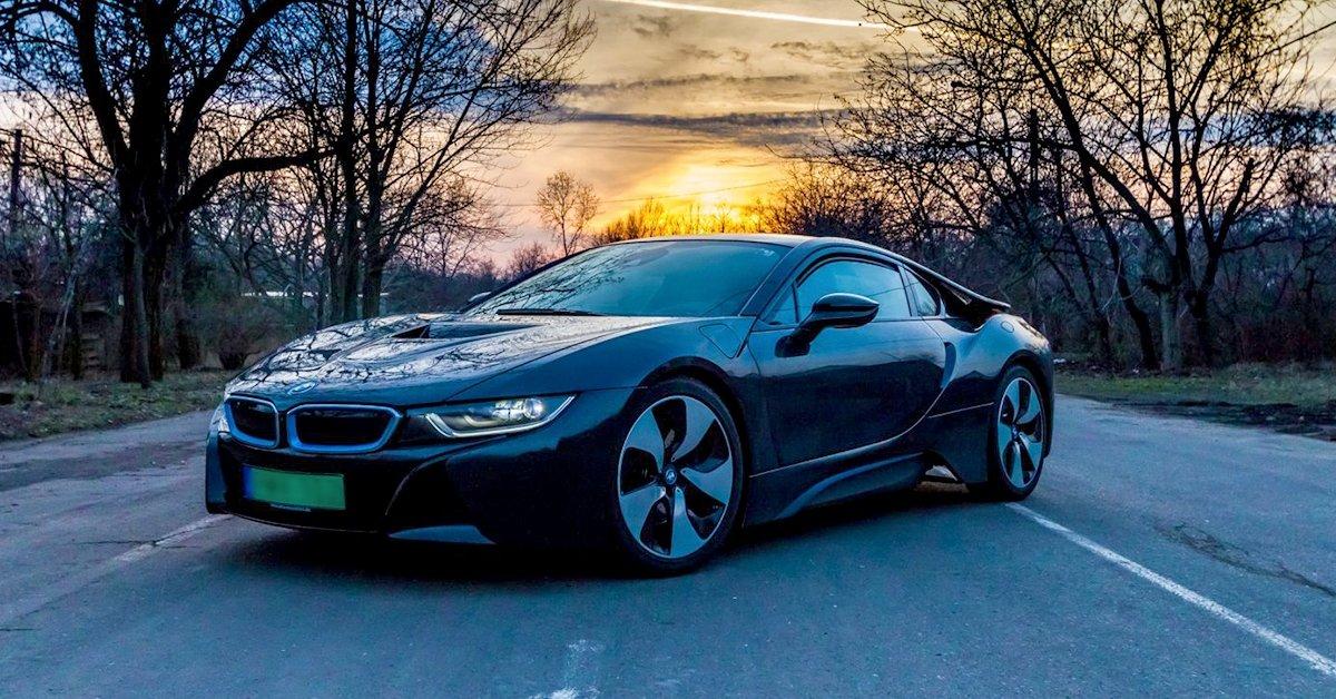 Exkluzívan a Brigádon! BMW i8 élményvezetés közúton