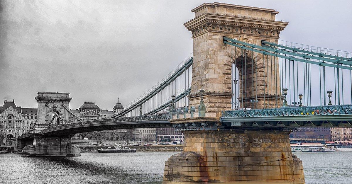 A Duna-hidak izgalmas története: egyórás sétahajózás