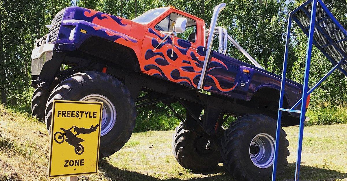 Rodeó a platón: élményutazás egy Monster Truck platóján