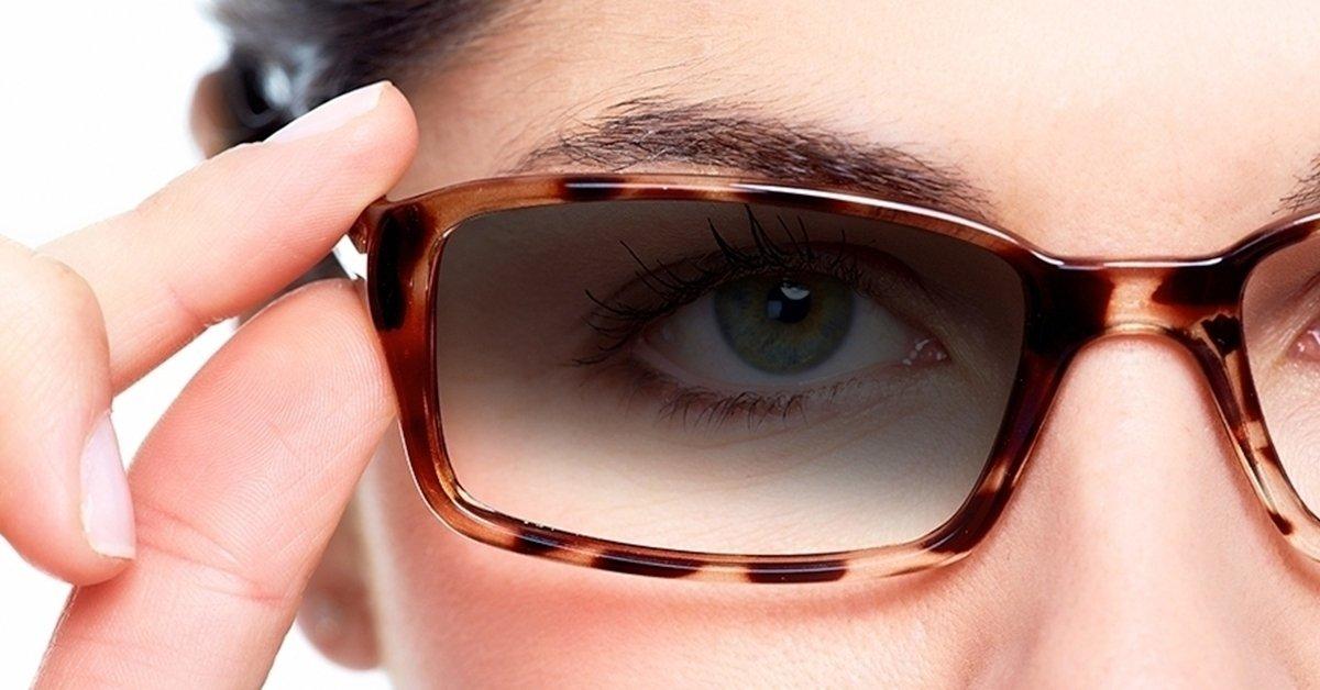 Fényre sötétedő szemüveg