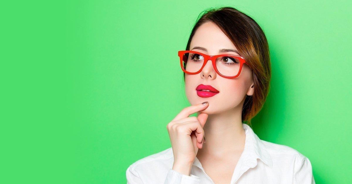 Trendi RETRO márkájú szemüvegkeret normál  lencsével