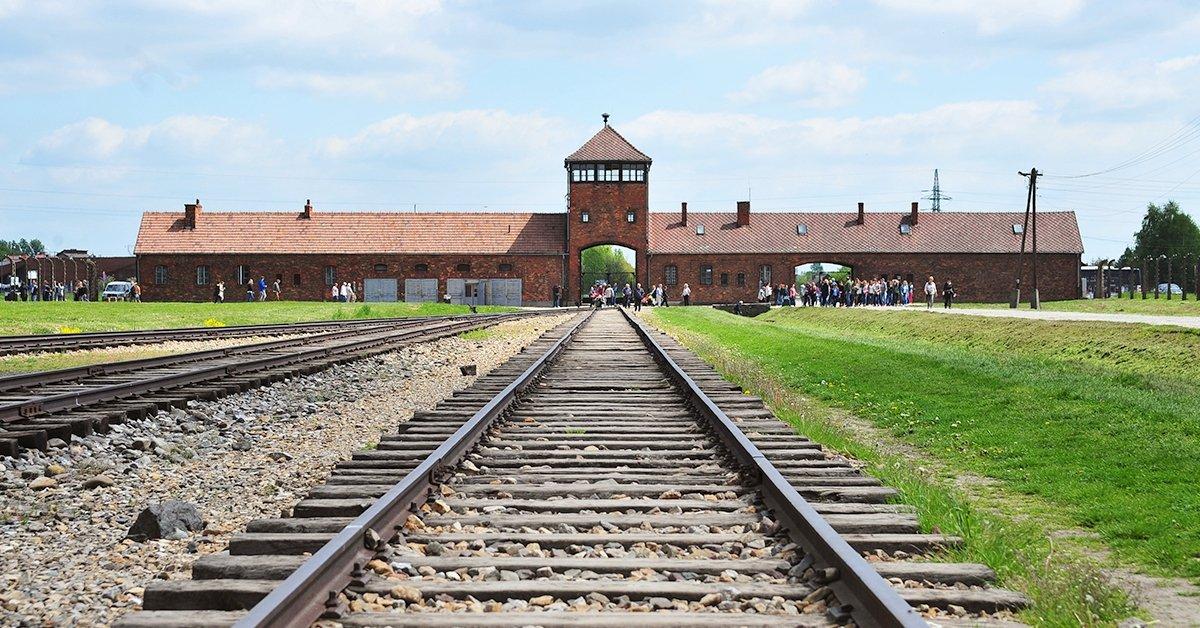 Buszos utazás Auschwitzba és Krakkóba