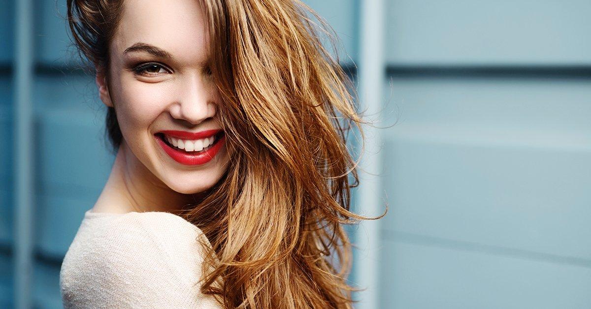 Nyári felfrissülés frizurádnak: női hajvágás pakolással