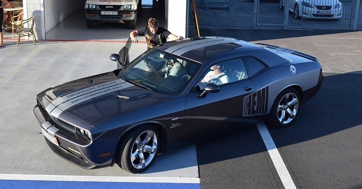 Gyorsabbat, nagyobbat, erősebbet: Dodge Challenger vezetés