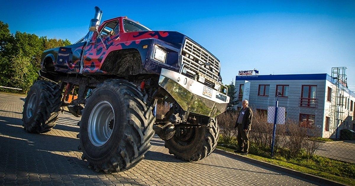2 kör Monster Truck vezetés és 3 kör egy VT-55-ös tankkal