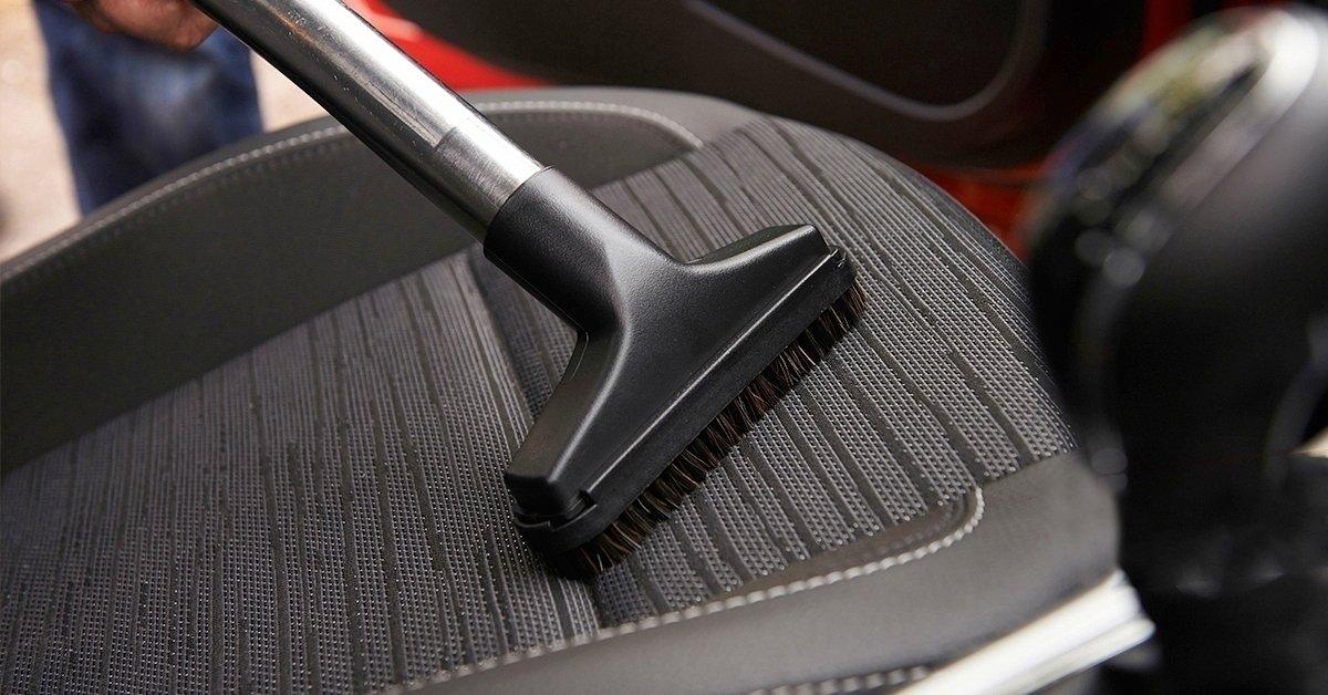Ragyogóan tiszta autó: üléskárpit-tisztítás takarítással