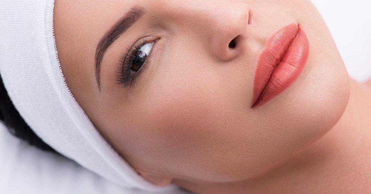 Csodálatos ajkak: rúzsozott hatású ajaksatír tetoválás