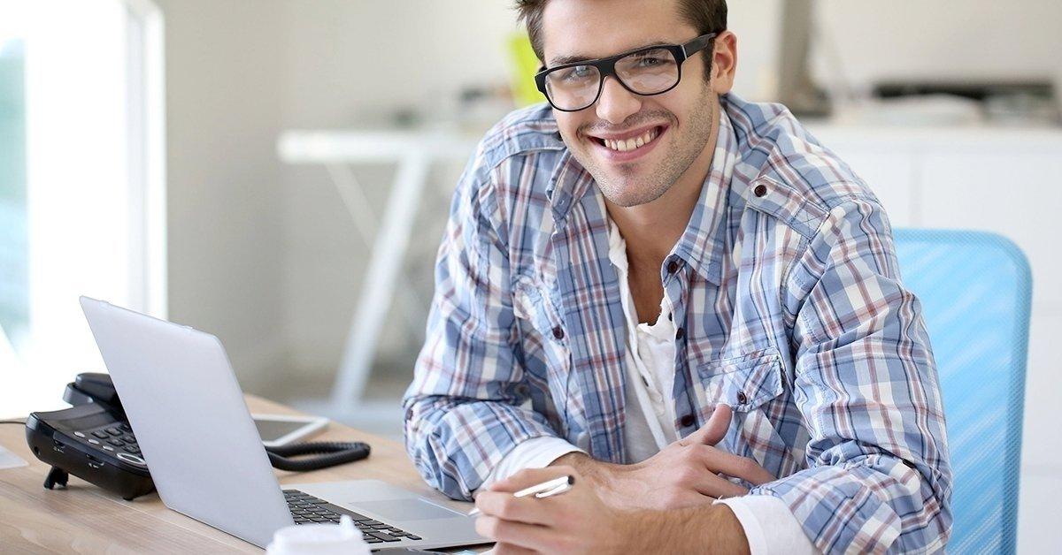 Védd a szemed munka közben: monitorszűrő szemüveg