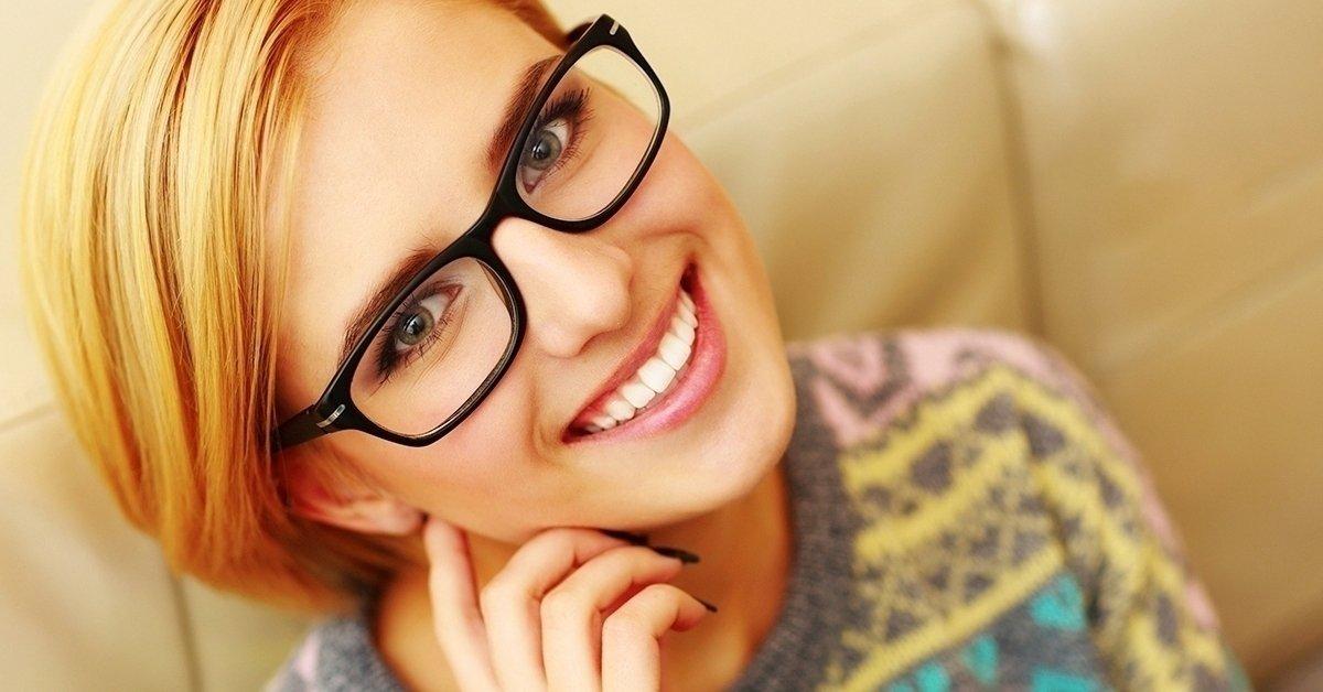 Vékonyított lencsés szemüveg készítése divatos kerettel
