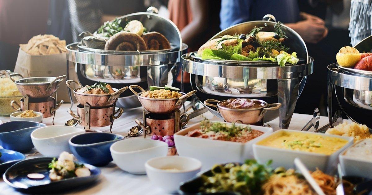 Vasárnapi svédasztalos ebéd a festői Kis-Duna partján