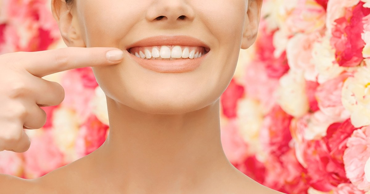 Porcelán vagy zafír fogszabályozó 2 fogívre
