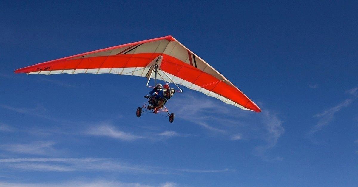 Száguldj a levegőben: sétarepülés motoros sárkányrepülővel
