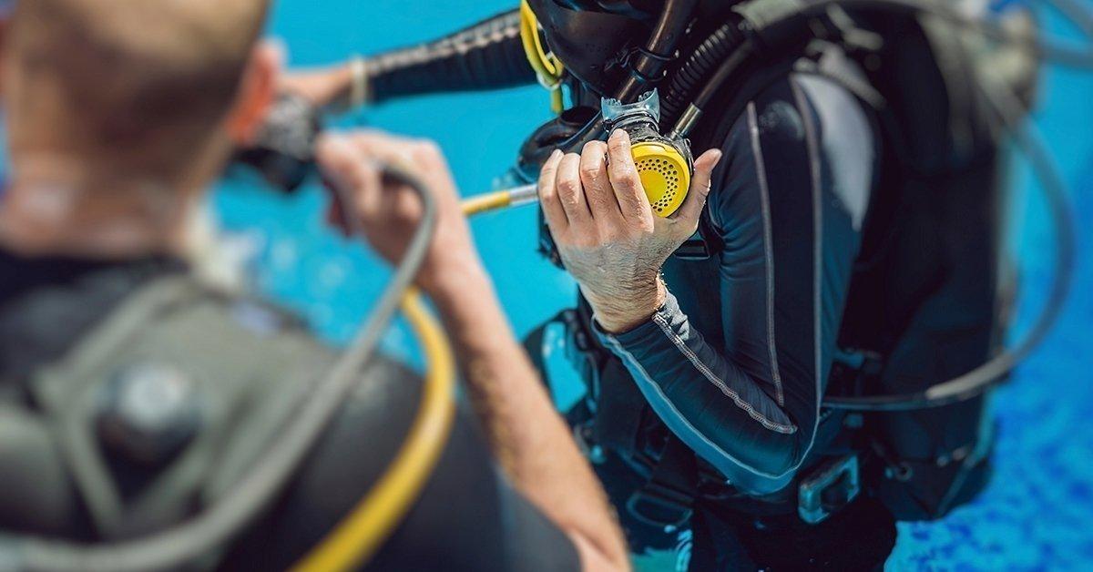 Élmény a víz alatt: uszodai próbamerülés felszereléssel
