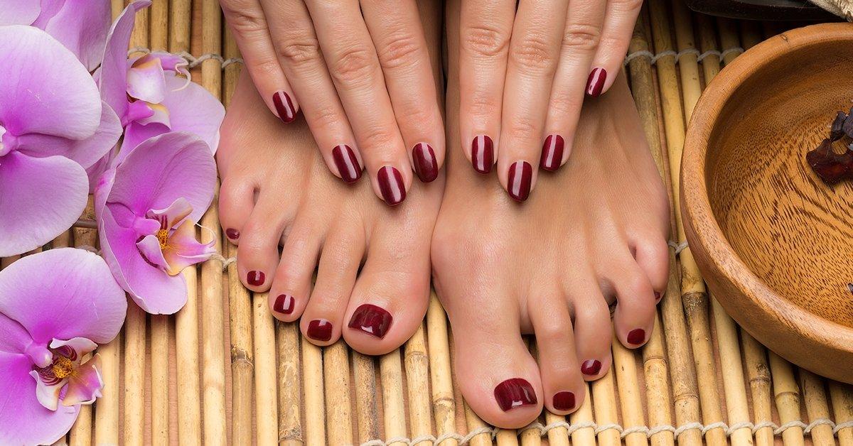Egyszínű géllakkozás kézre és lábra, választható pedikűrrel