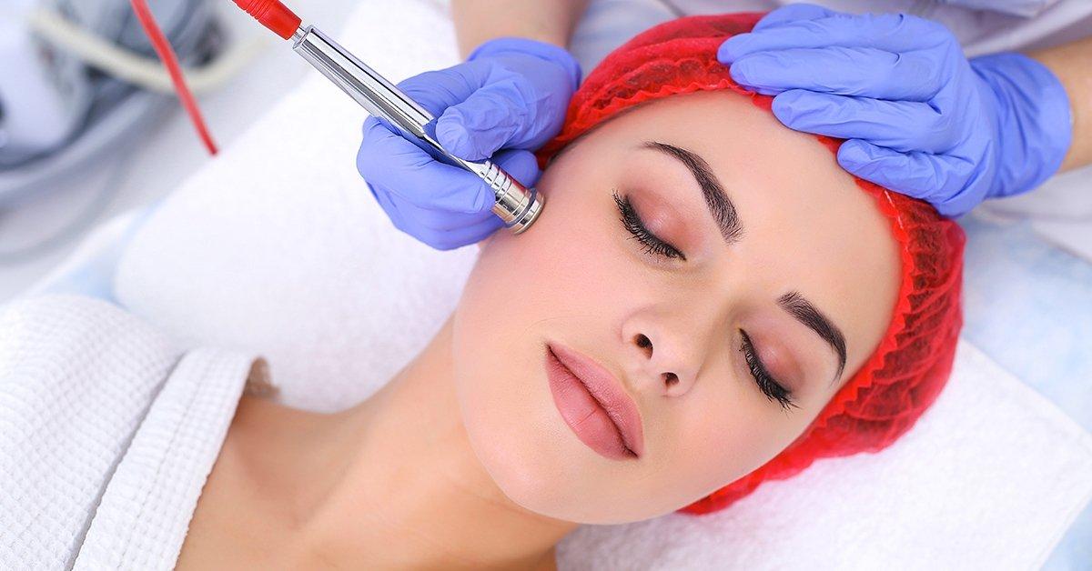 Ősszel is ragyogó bőr: mikrodermabrázió arcpakolással