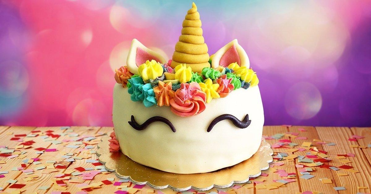 16 szeletes egyedi díszítésű torta több ízben
