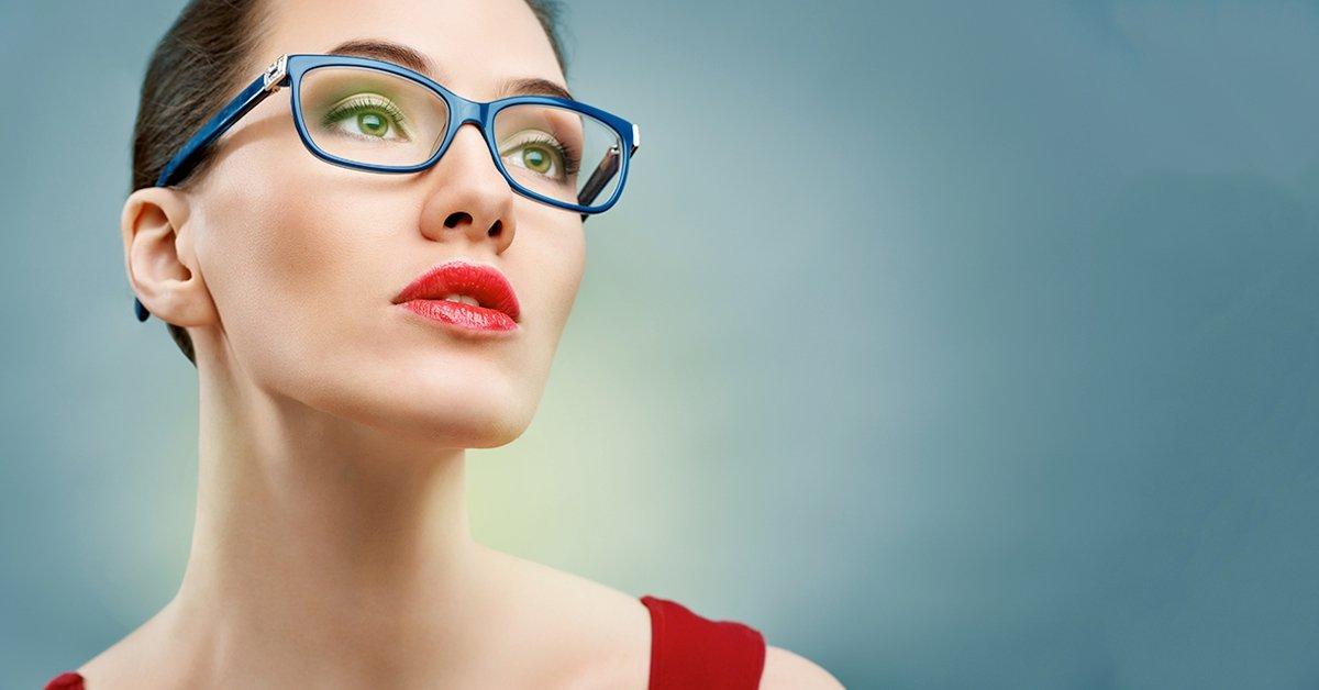 Normál karcmentes szemüveg készítése trendi kerettel