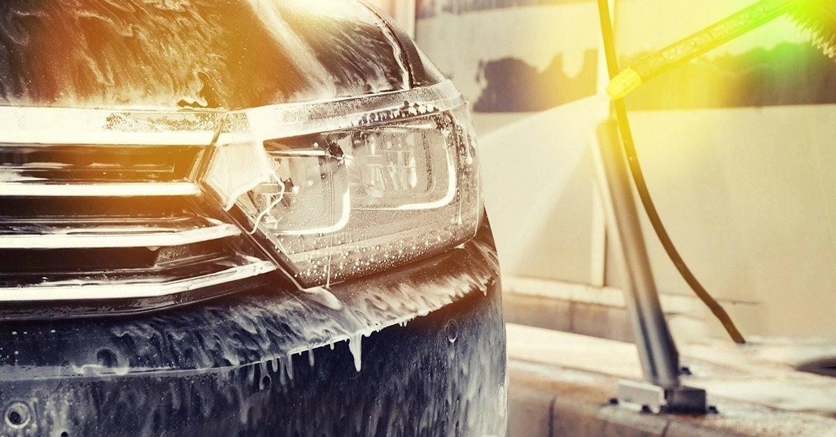 Ragyogó tisztaság: külső-belső kézi autómosás
