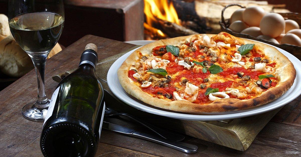 Olasz randi: pizza, desszert és 1 üveg bor 2 fő részére