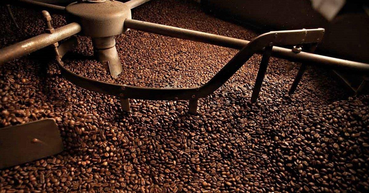 A kávépörkölés titkai: januári pörkölőüzem-látogatás