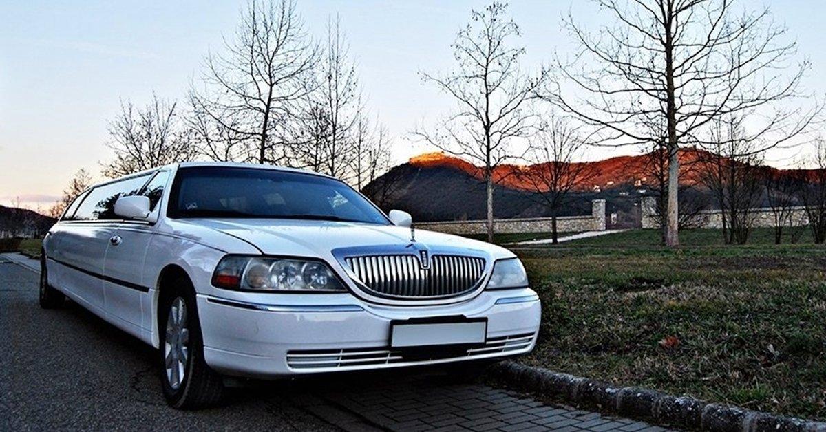 Lincoln Town Car limuzin bérlés 1 vagy 2 órára, pezsgővel