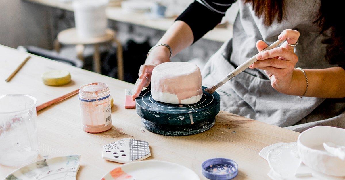 Hangulatos alkotóműhely: kerámia készítés