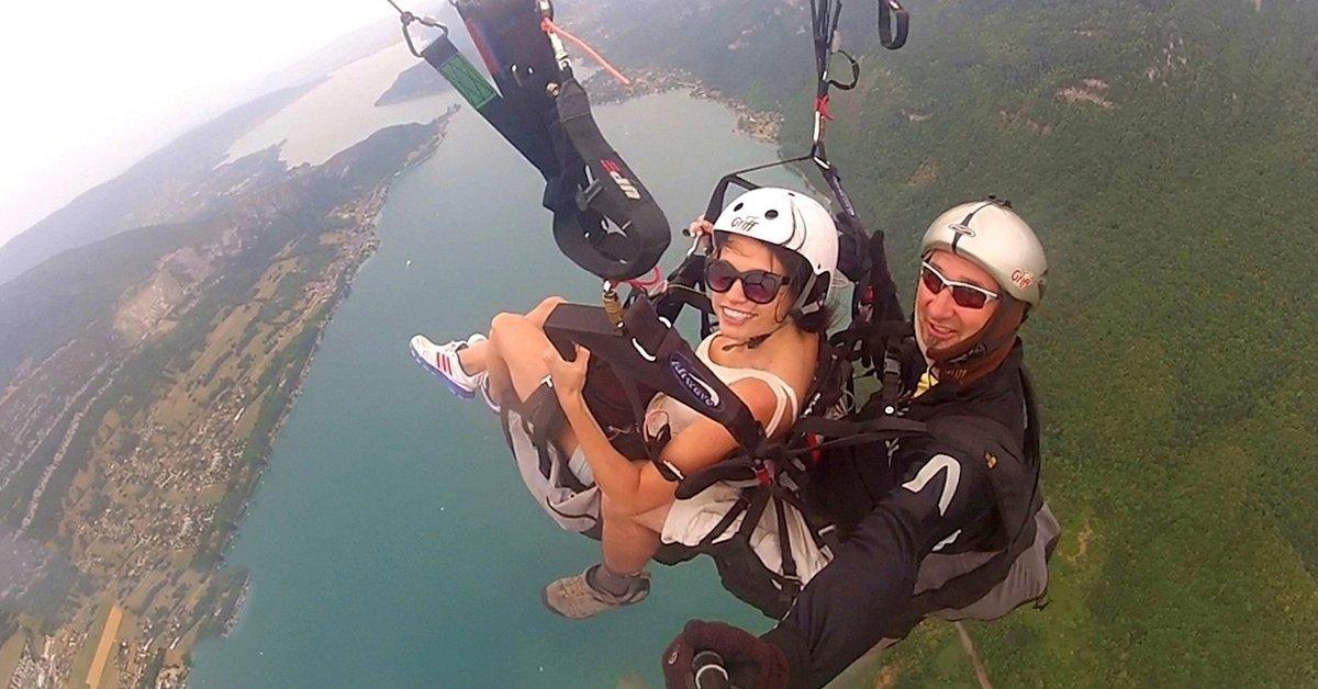 Magasan a föld felett: siklóernyős tandemrepülés fotókkal