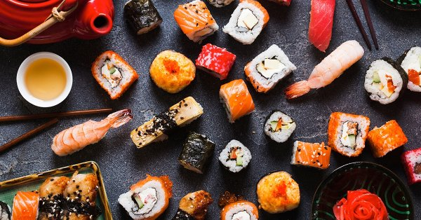 Japán ízkavalkád: 60 darabos prémium sushi tál 4 főre