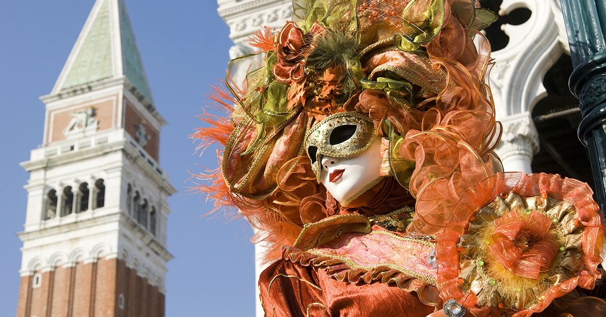 Busszal a velencei karneválra