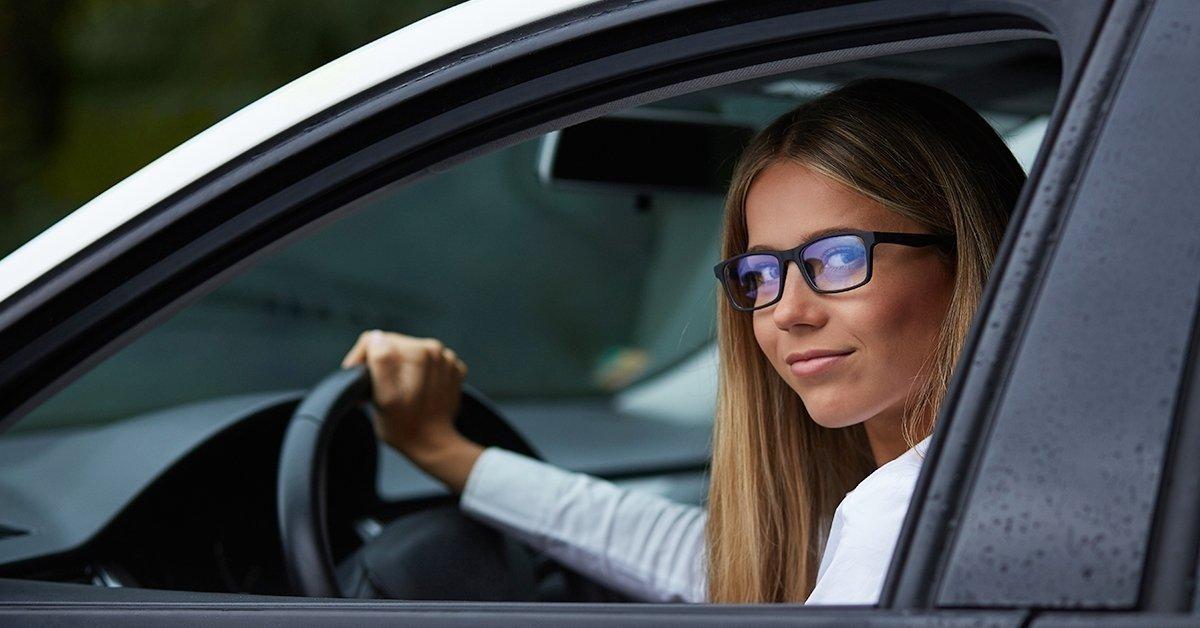 Szemüveg autóvezetéshez: speciális EYEDRIVE lencse kerettel