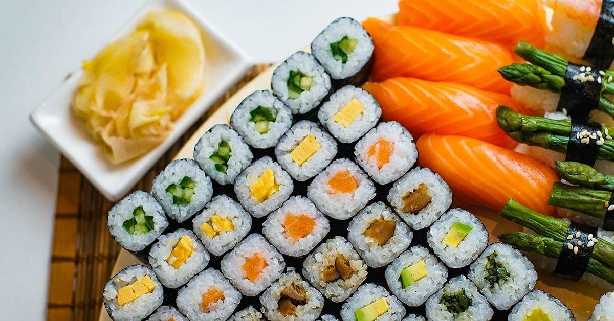 Házhoz kapod: 36 db-os Sushi Box 2 db szerencsesütive