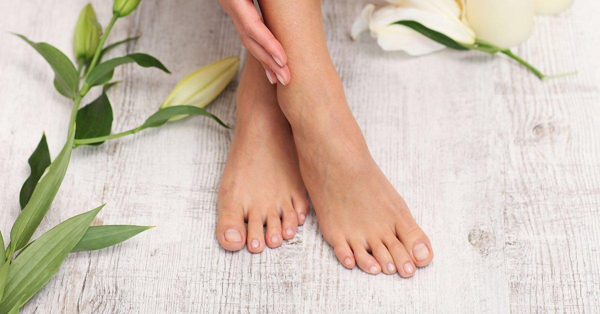 Ápolt lábak minden időben: gyógypedikűr tápláló krémezéssel