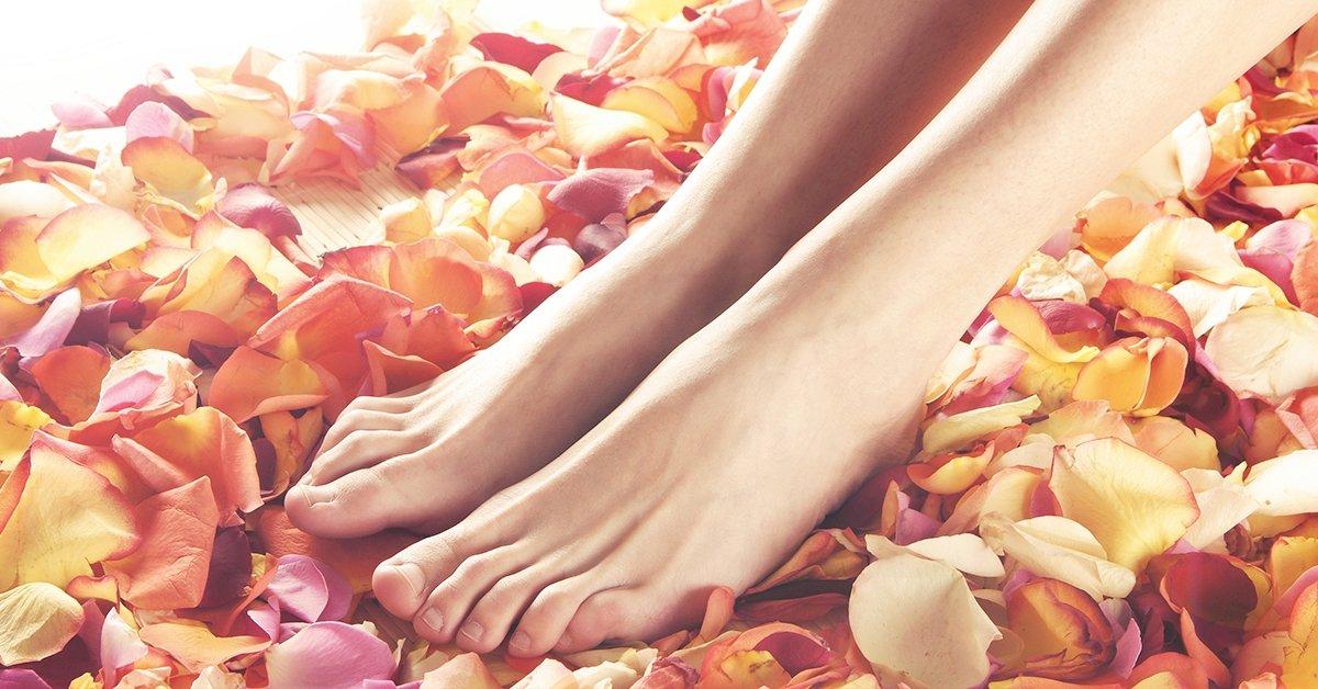 Ápolt és szép lábak: esztétikai pedikűr géllakozással
