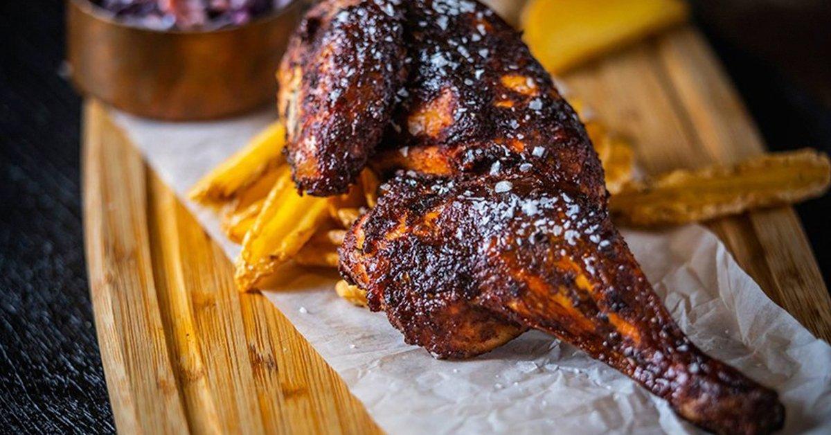 BBQ oldalas és fél csirke
