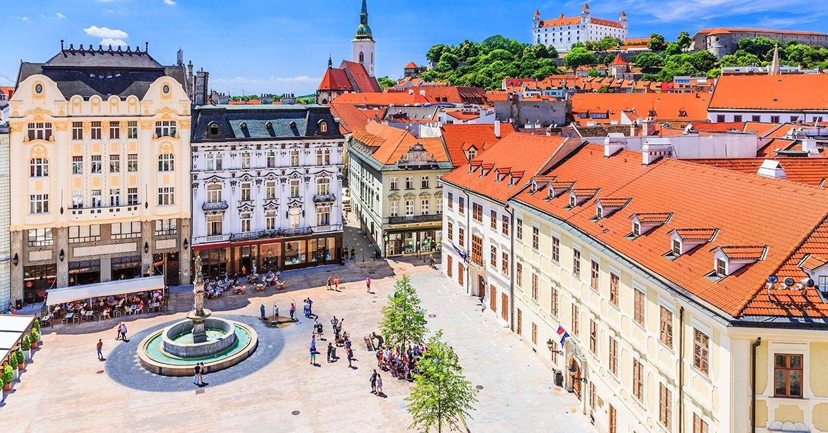 Buszos utazás a Schloss Hof kastélyhoz és Pozsonyba