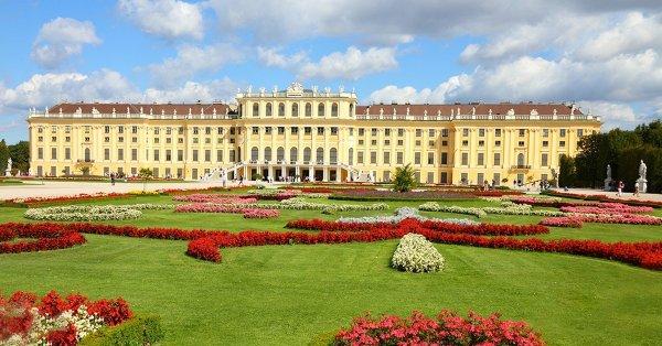 Húsvéti kirándulás Schönbrunnba: autóbuszos utazás 1 főnek