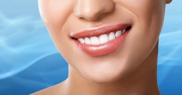 Vakítóan fehér fogak: LED lámpás fogfehérítés