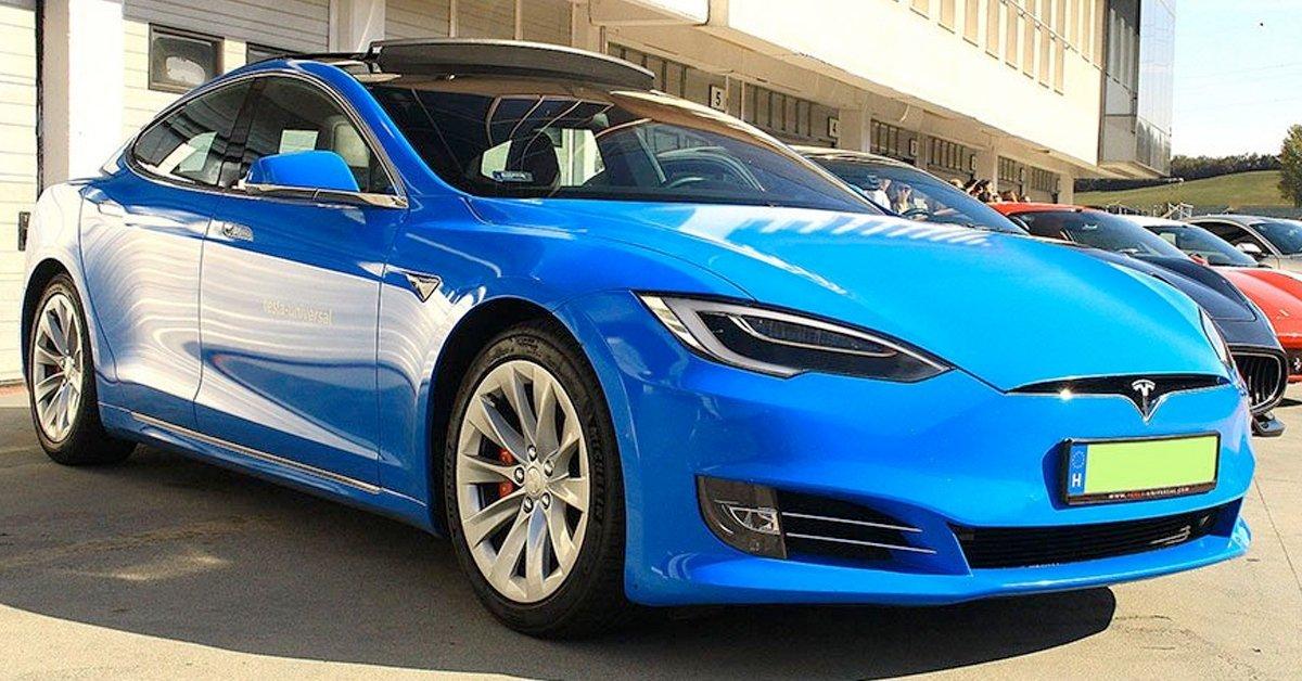 Tesla S vezetés