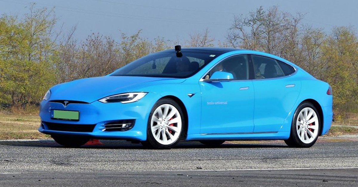 770 lóerős Tesla vezetés