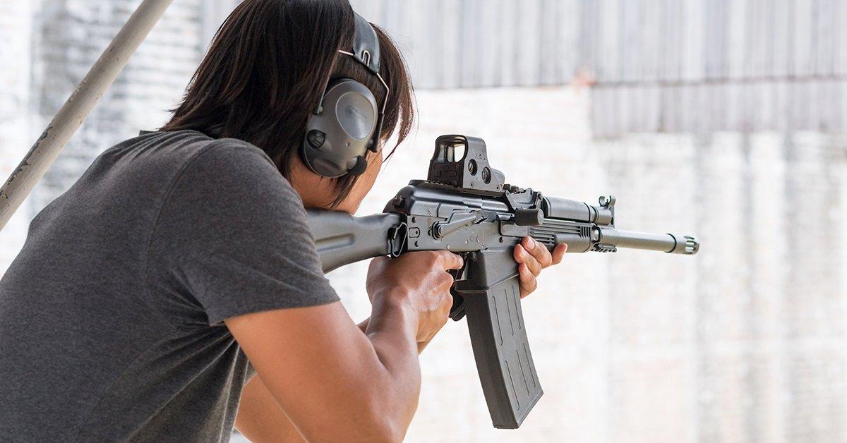 112 lövés 12 fegyverrel